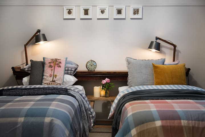 Both bedrooms can host 1 King or 2 single beds