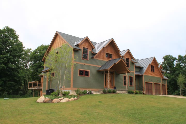 Legends BNB  Entire Lodge $695 - Barkhamsted - Bed & Breakfast