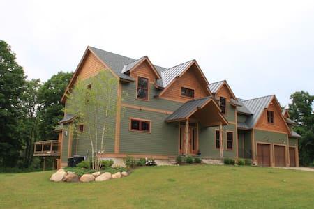 Legends BNB  Entire Lodge $695 - Barkhamsted