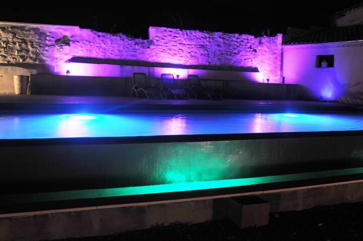 Tarn,  Gite avec sa piscine à débordement.