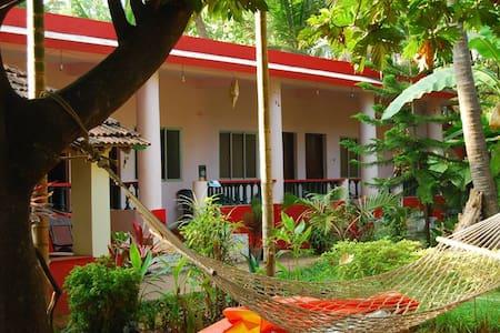 Omkar Guest house AC room - Anjuna - Dom