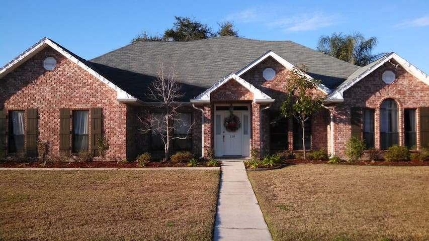 5 Br, 3 BA 25 min from French Qtr - Hahnville - Casa