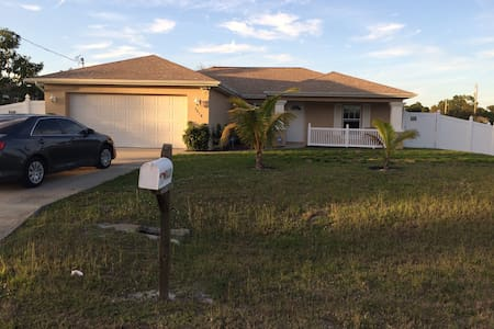 BEAUTIFUL HOME IN SUNNY SW FLORIDA - Lehigh Acres - Maison