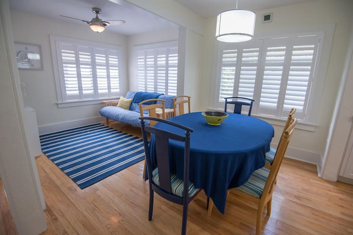 CHIC 2BR Guest House Near Airport and Univ. Miami