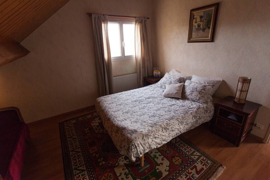 The Bedroom with the real bed - La chambre avec le lit 2 personnes