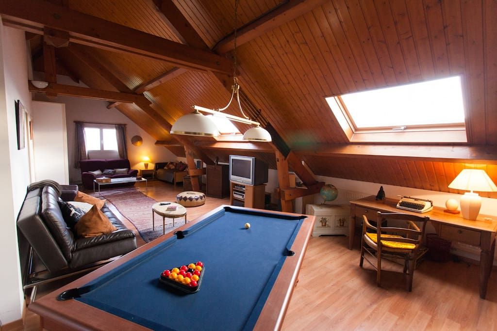 Privated floor entirely for you with the pool table - Etage privatisée entièrement réservée pour vous avec le billard