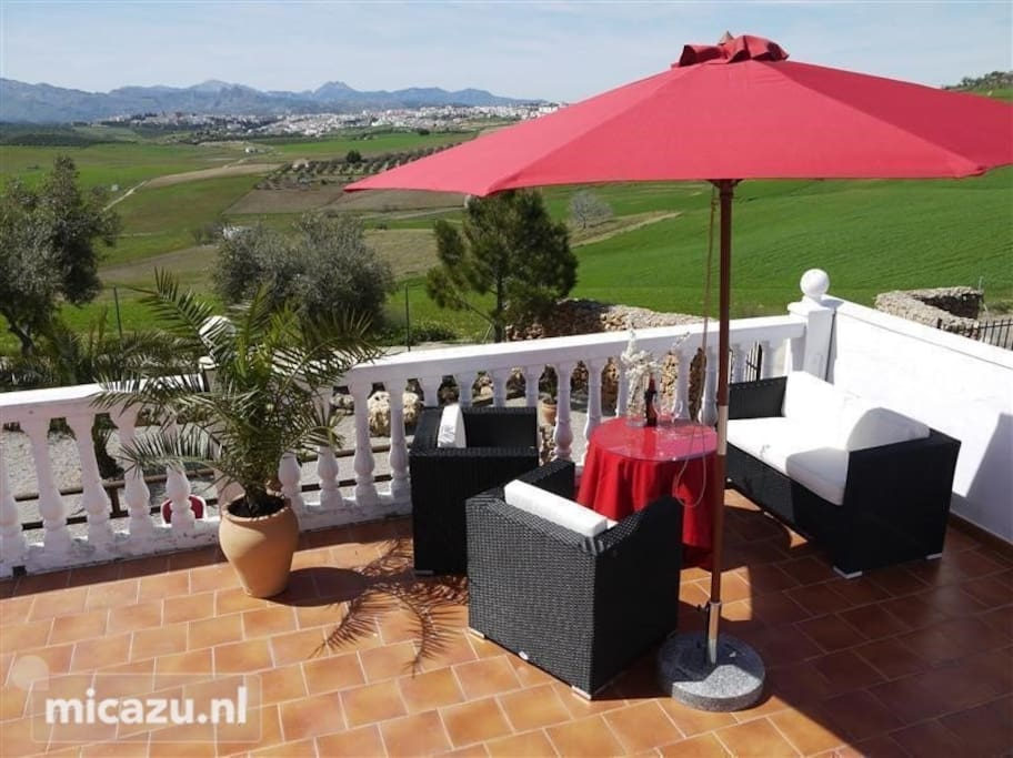 Large roofterrace with amazing view to Ronda and a National Sierra de las Nieves.