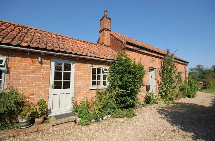 Charming, Peaceful Country Cottage