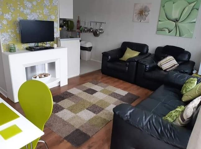 Modern 2 bed Chalet @ Bideford Bay sleeps 5