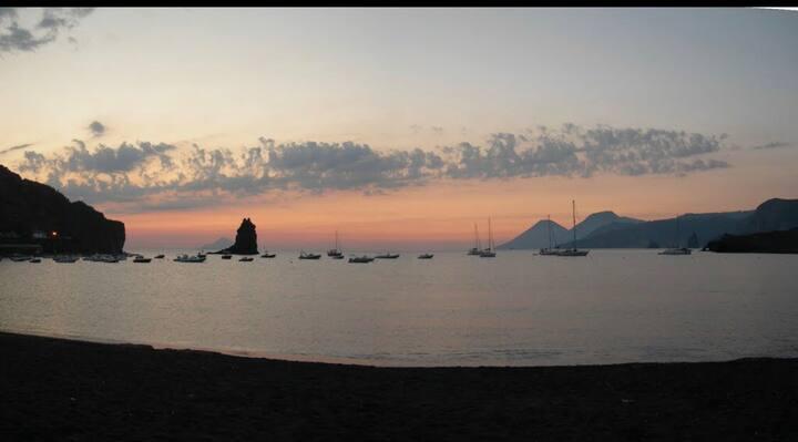 Vulcano Island : sole mare e natura