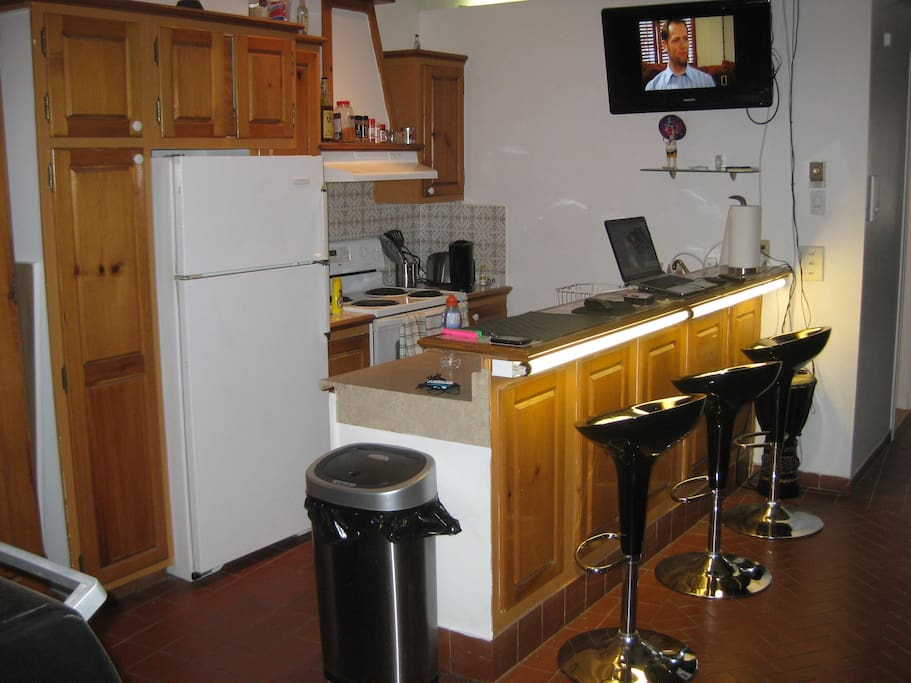Kitchen area, fully equipped!