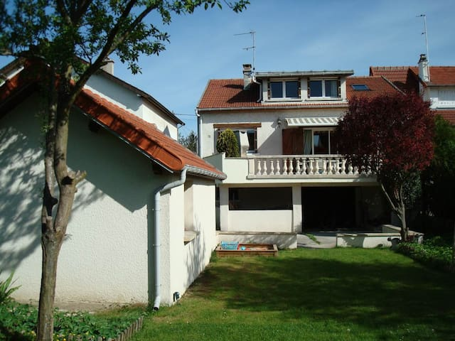 House between PARIS and DISNEYLAND - Gournay-sur-Marne - Hus