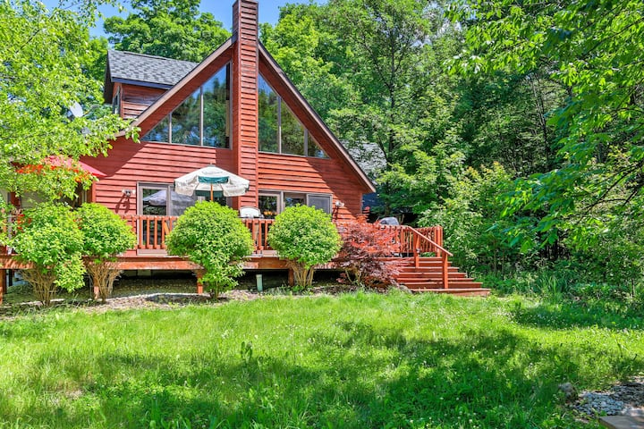 Egg Harbor Home w/Deck on 2 Acres - 12 Min to Lake