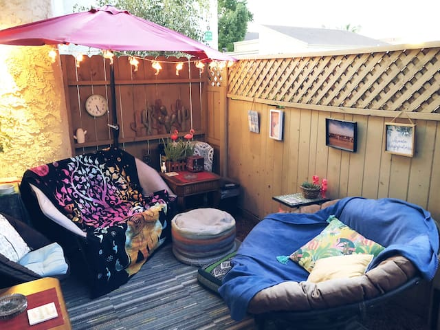 Quirky, Comfy Studio for 2 - Central Location!