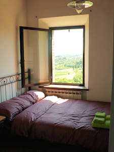 Small bedroom in the house with stunning view - Cetona