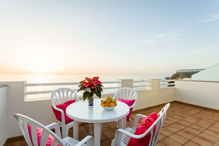 Sea stunning views and sun all year - Puerto de Naos - Apartamento