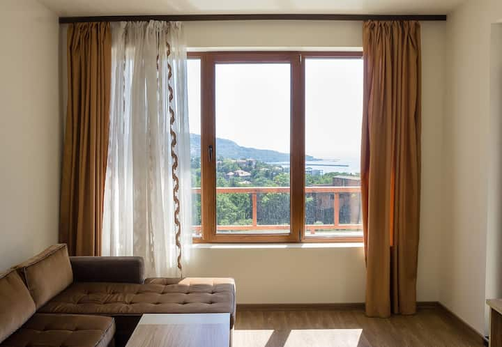 Flat with a view and pool close to Balchik Palace