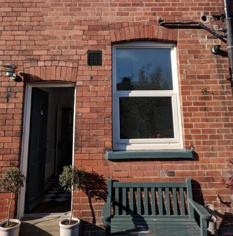 Double bedroom available in contemporary house