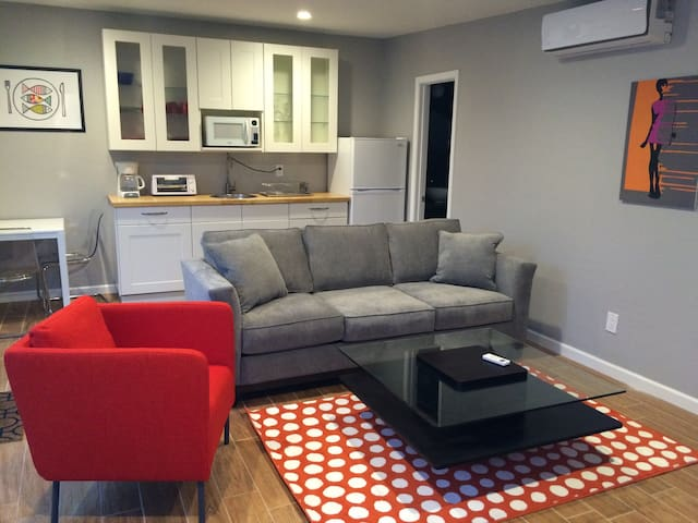 Newly Renovated Guest Home: Arcadia