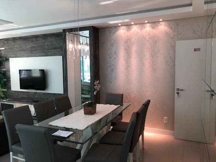 Belo apartamento -3 suítes -Meia- Praia