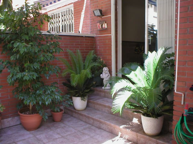 Suite close to airport private bath - El Prat de Llobregat - Apto. en complejo residencial
