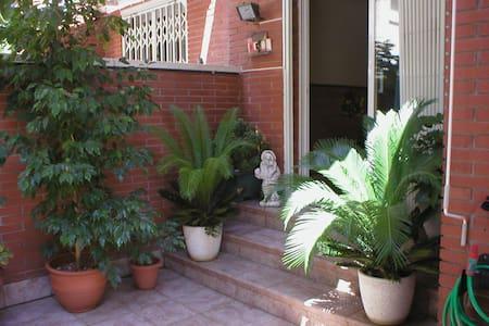 Suite close to airport private bath - El Prat de Llobregat