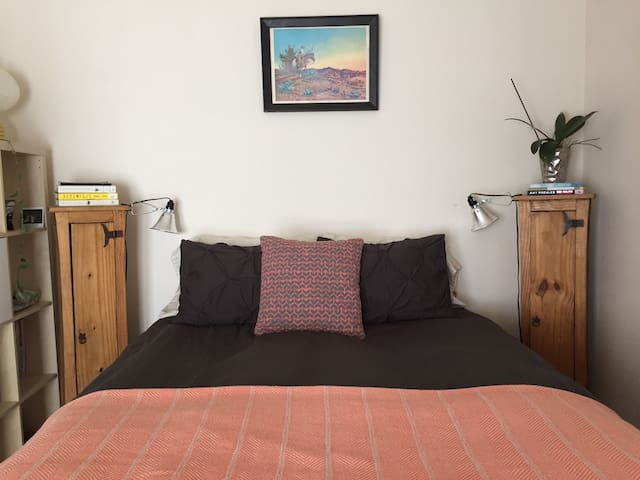 Master Suite in Downtown Carbondale - Carbondale - Huis
