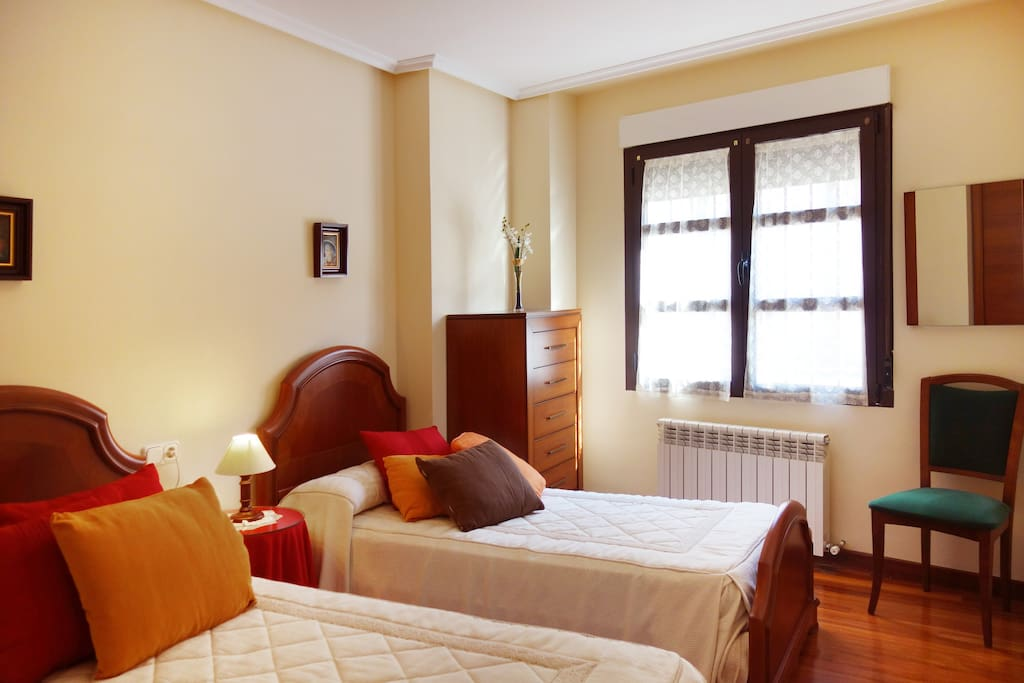 El segundo dormitorio, con dos camas