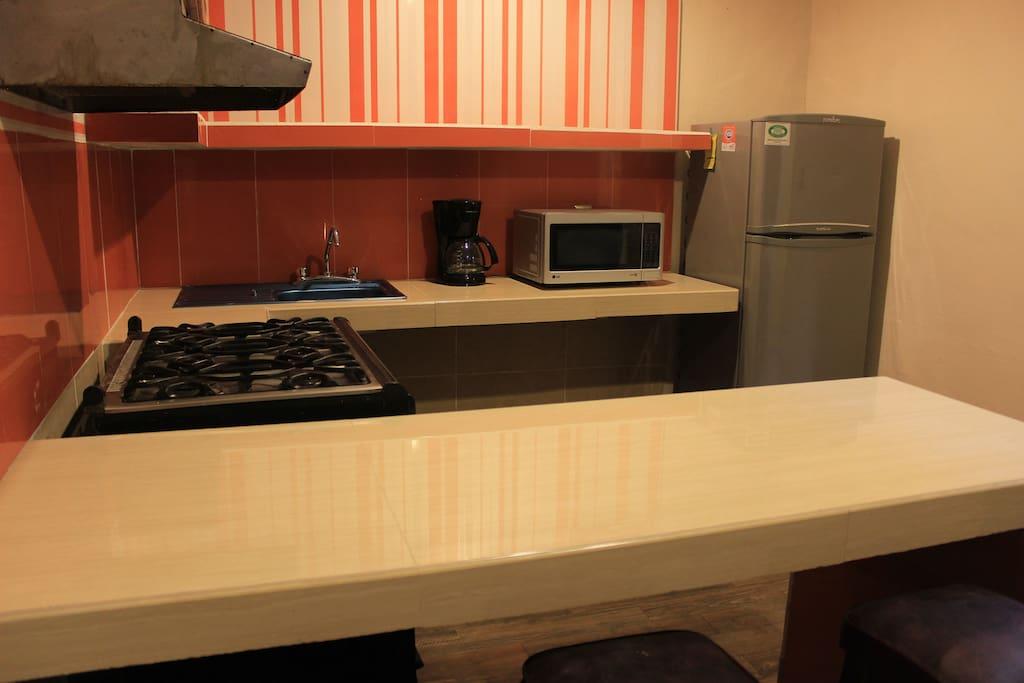 refrigerador, microondas , cafetera.