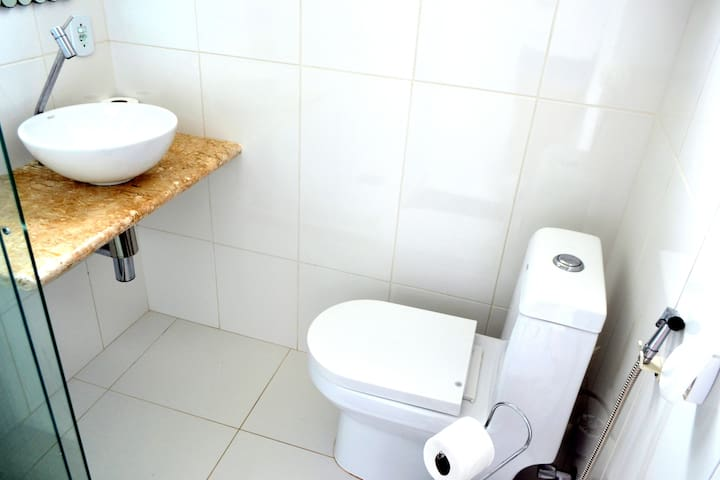 Banheiro Privativo da Suite - Private Bathroom