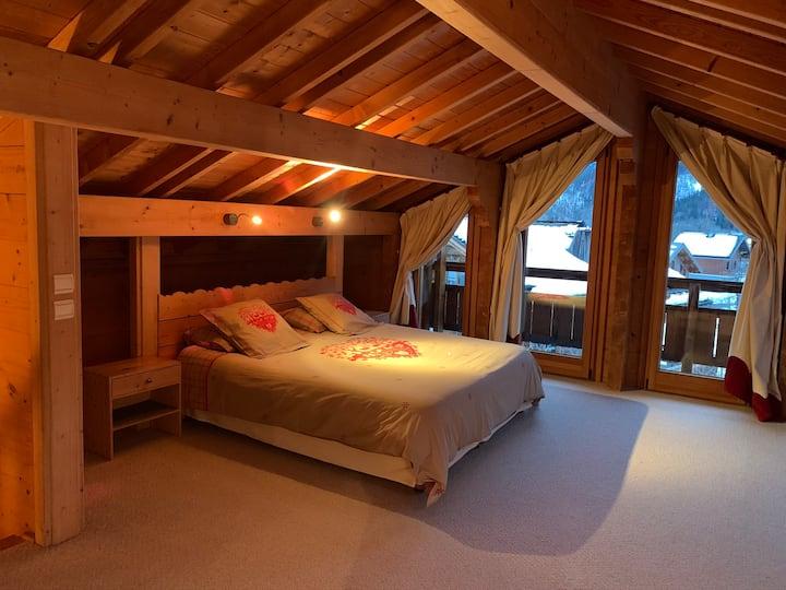 Chalet  180 m2 au cœur de la vallée de Meribel