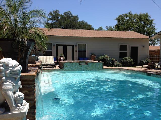 Shangri Loyd Poolside Cabana Burnet - Burnet - Casa de camp
