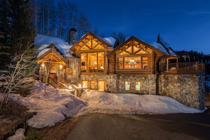 Ski-in Ski-out Log Cabin Retreat with Gorgeous Mountain Views, Private Hot Tub