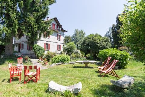 Orta lake. Villa Azalea. Iris room