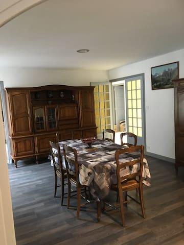 Appartement spacieux(env125m2) 8personnes à Modane