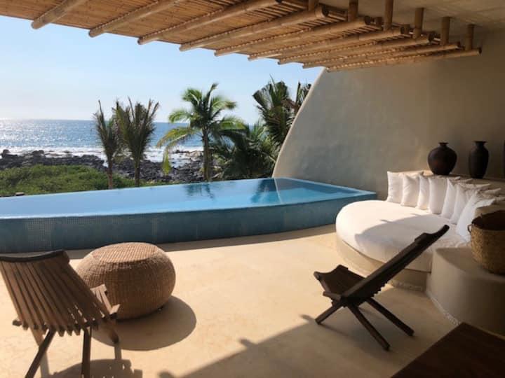 Ocean Front-Exotic, Romantic, Gorgeous Getaway