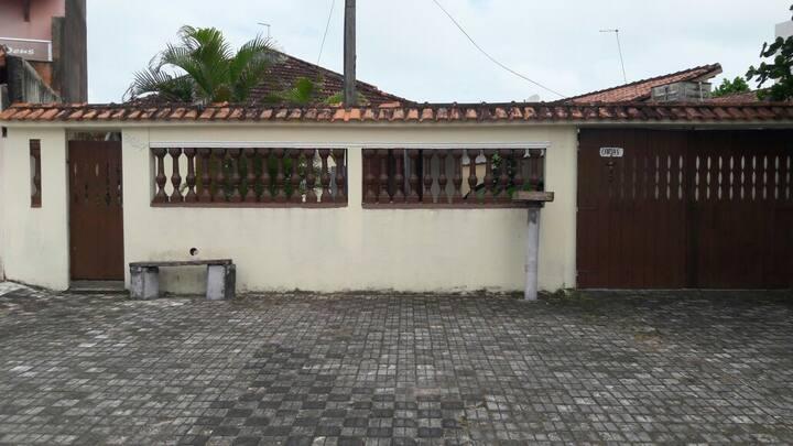 Casa espaçosa em Mongaguá, próximo da praia