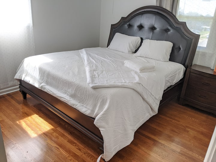 D.C King Bed with Full Bath,~10 min-walk to Metro