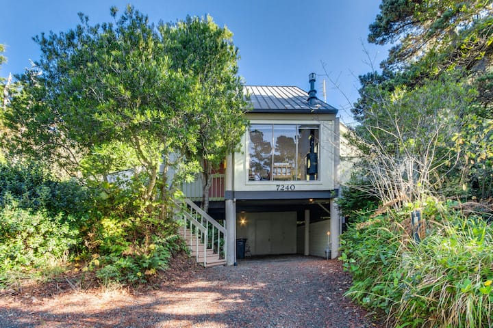 Dog-friendly home w/entertainment in secluded setting near beach