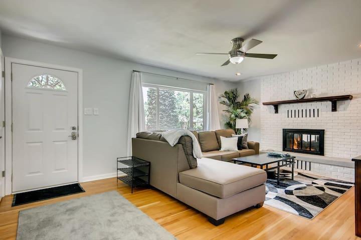 Stunning 2 bed/1 bath Red Rocks/West Denver Suite