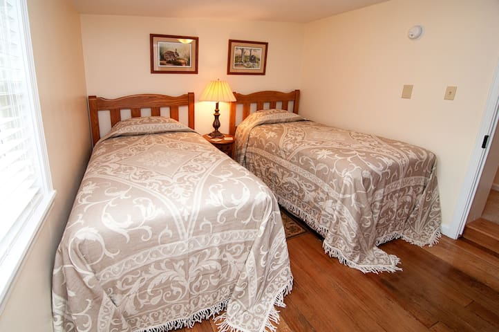2-Singles room, view 1, comfy beds, oak furnishings, original wood floor