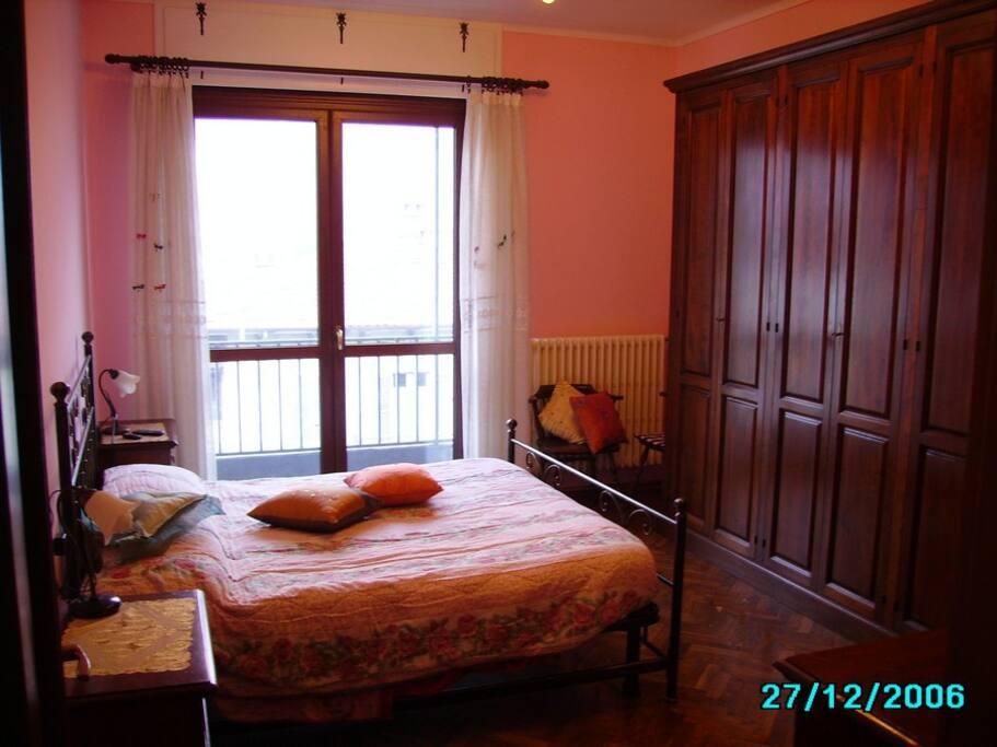 Camera matrimoniale lato balcone