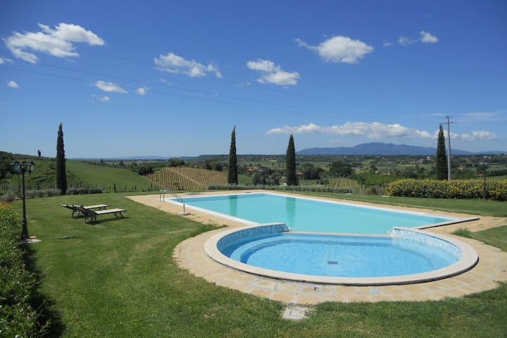 Snug Home in Cerreto Guidi with Swimming Pool