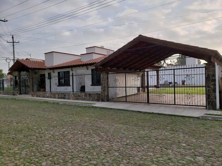 Hermosa y amplia casa con alberca en Tequisquiapan