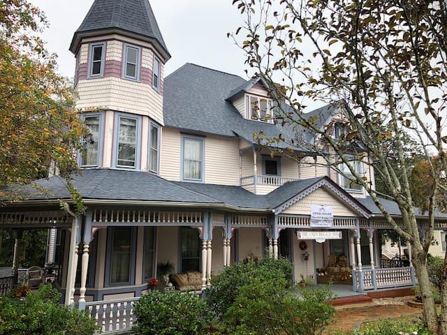 The Old Buggy Inn, historic Carthage, NC