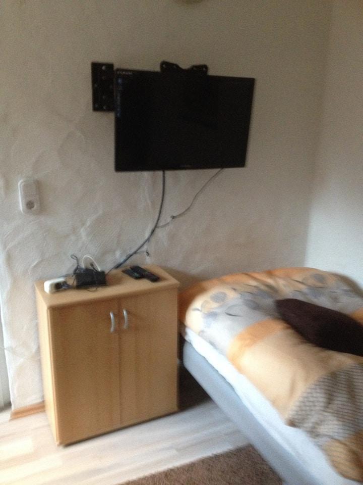 Zimmer mit 2betten mit gemeinsame küche und bad