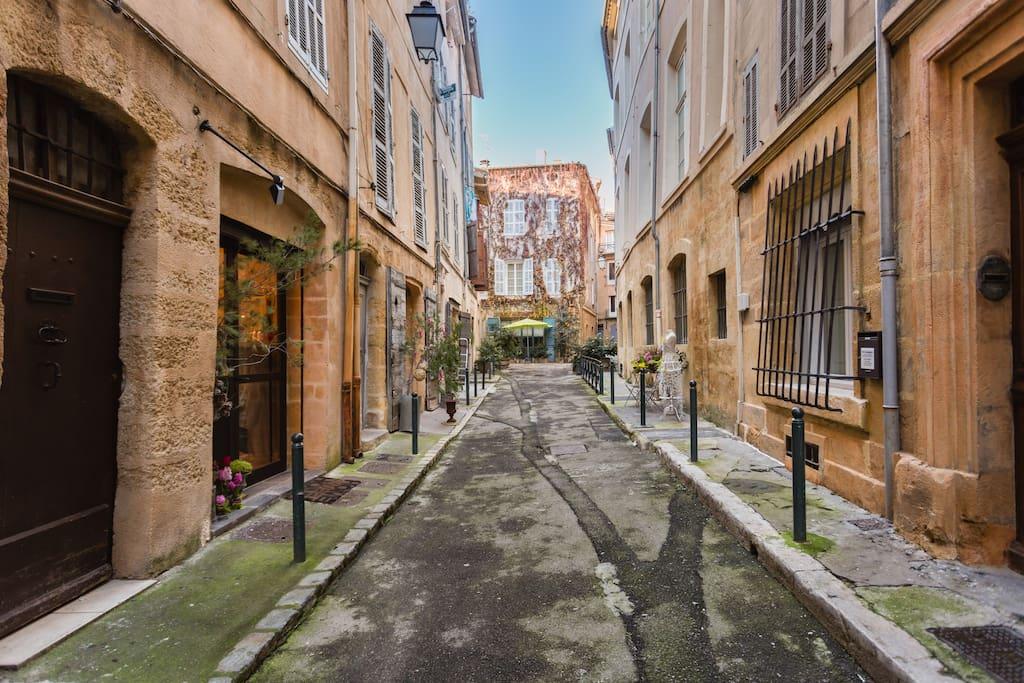 Rue Loubon, calme et typique d'Aix.
