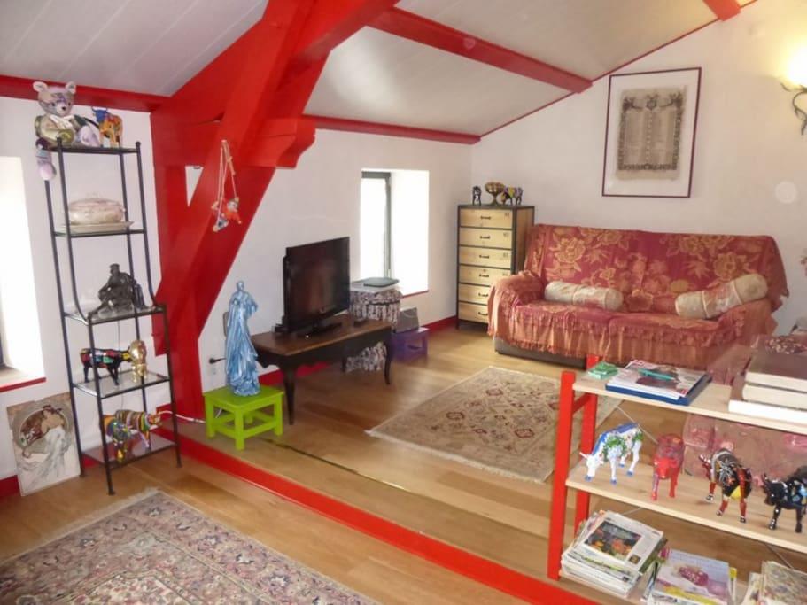 Mezzanine avec bibliothèque, ambiance familiale