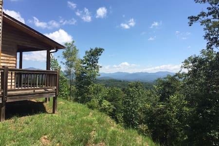 Mountaintop Cabin in Hayesville, NC - Hayesville - House