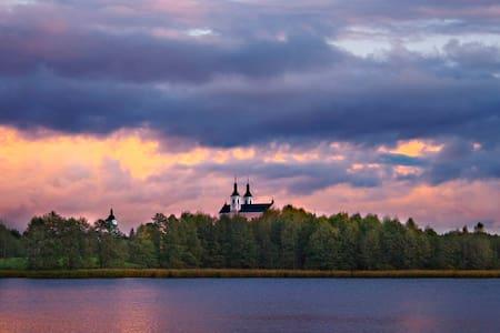 Dom przy jeziorze - Gremzdel